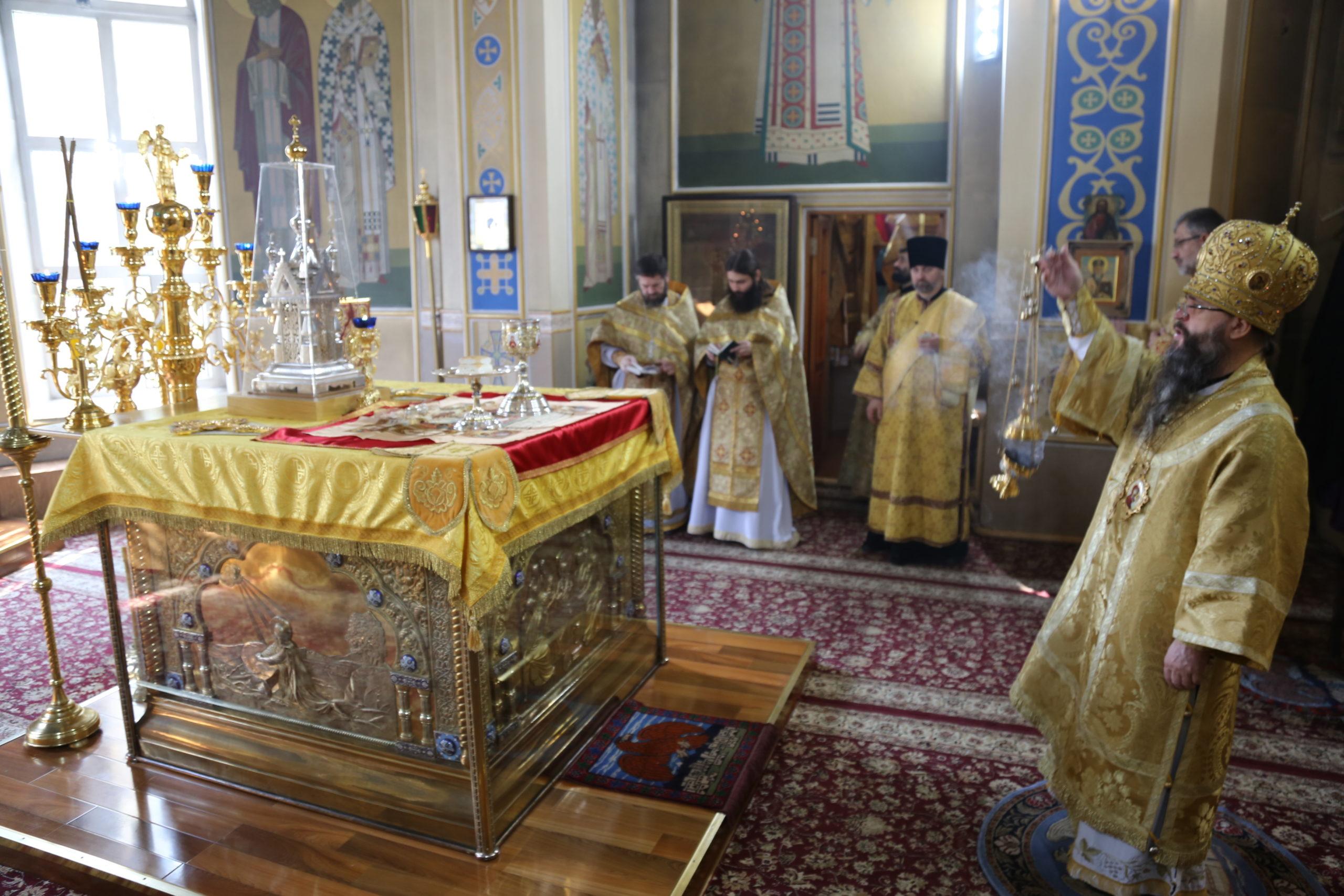 В Неделю 17-ю по Пятидесятнице архиепископ Варлаам совершил Литургию в Свято-Успенском соборе г. Махачкалы